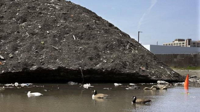 Dirty Snow Piles Boston_177352