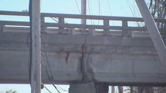 Crumbling Warren Avenue bridge_173116