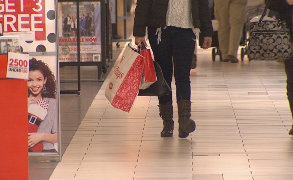 Warwick Mall shopper_230956