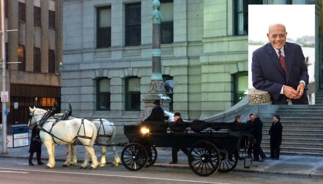 buddy horse drawn carriage with pic_257031