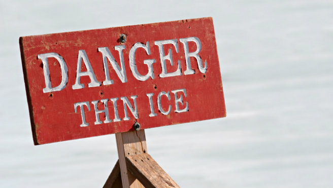 danger thin ice - warning sign by a lake_9840