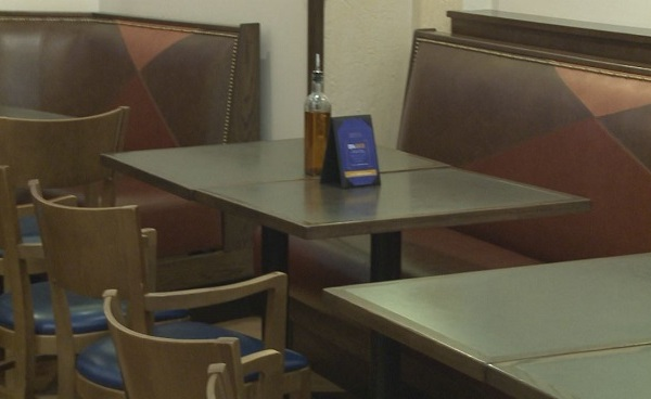 generic-restaurant-tables-chairs-booths_281695