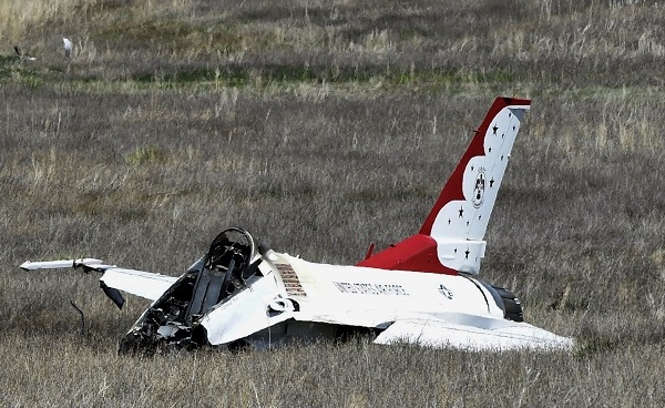 Thunderbirds Jet Crash_311472