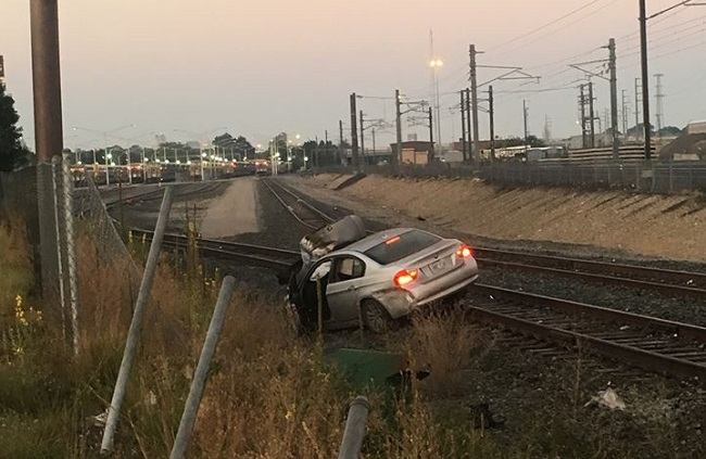Car crashes on 95 south in Pawtucket, lands on train tracks_337741