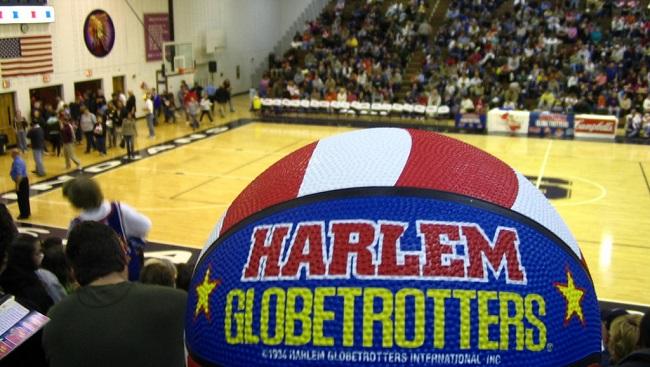 Globetrotter hits trick shot_337118