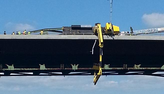 Crane overturns on Sakonnet River Bridge_350238