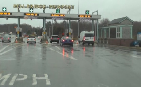 pell bridge toll plaza rainy_281061
