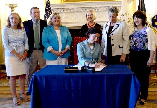 raimondo-ceremonial-signing-recess-bill-state-house-photo_332928