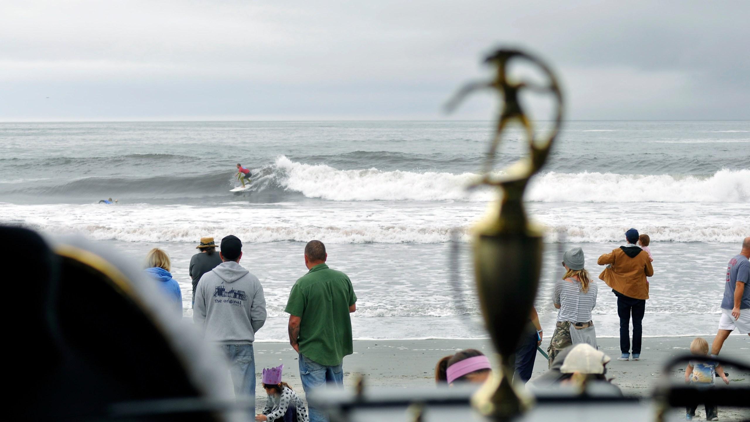 wbpro2016-trophy-surfer_374070