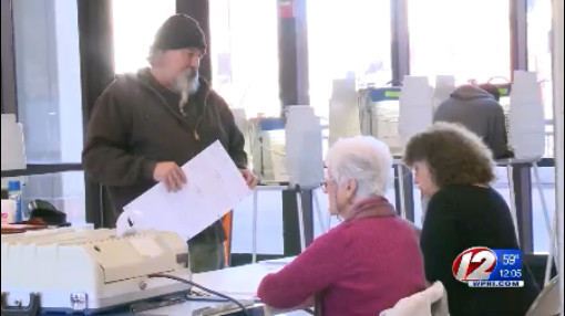 fall-river-voter-election-campaign-2016-11-8_380915