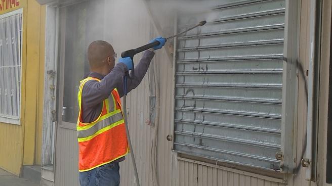 Mayor Elorza power washes graffiti_483437