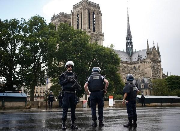 APTOPIX France Notre Dame_490979