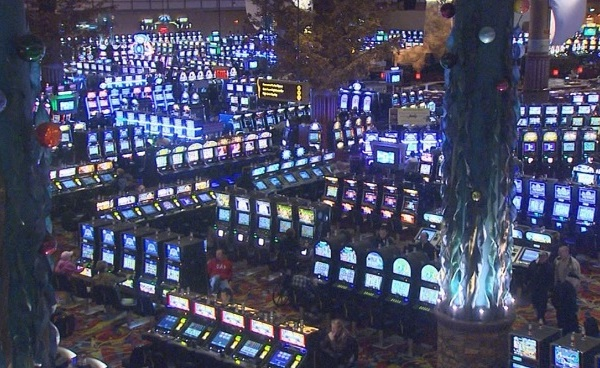 lincoln-twin-river-slot-machines-main-gaming-floor_181024