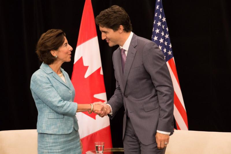 Governor Raimondo shakes hands with Prime Minister Trudeau._515362