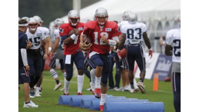 Patriots Texans Practice Football_546506