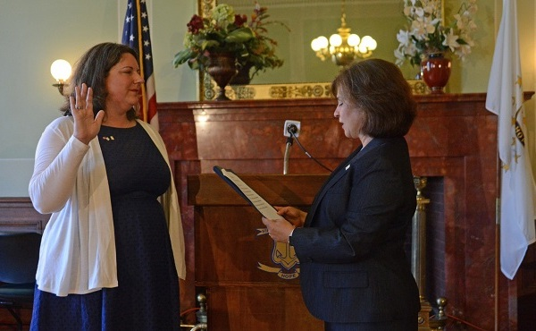 Sen. Dawn Euer, left, is sworn in to the Senate by Secretary of State Nellie M. Gorbea._545963