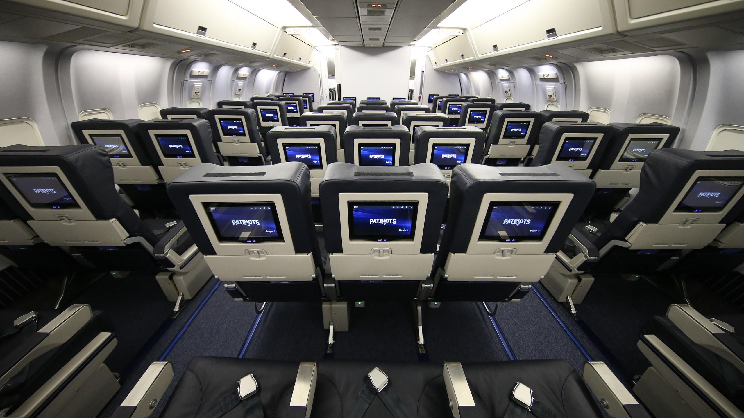 New England Patriots plane at TF Green_564535