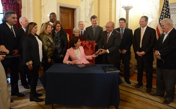 Veterans legislation bill signing_585072