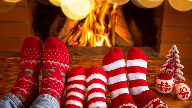 fireplace-family-christmas-holiday-winter_1513205982103_323806_ver1-0_30202883_ver1-0_640_360_605686