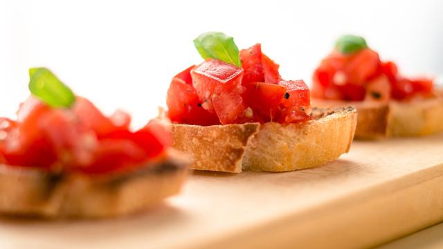 tomato-basil-bruschetta-recipe-appetizer_1514581147968_327505_ver1-0_30773311_ver1-0_640_360_613636