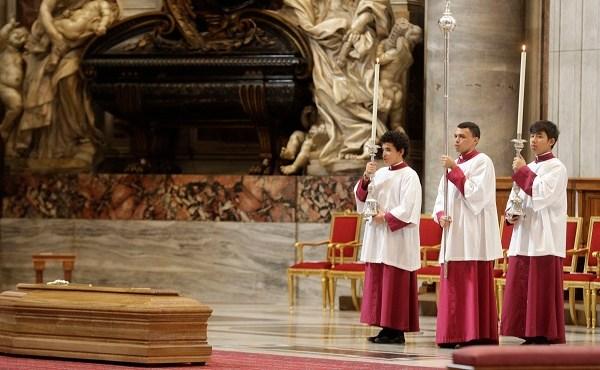 Vatican Law Funeral_610064