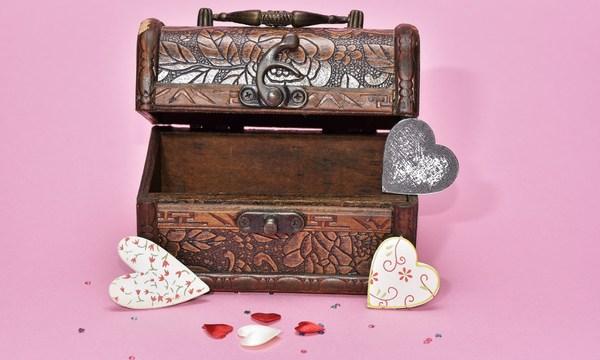 treasure-hunt-valentines-day-gift_1517261660650_337717_ver1-0_32896335_ver1-0_640_360_633008