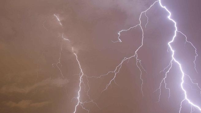ap-lightning_1520627461992.jpg