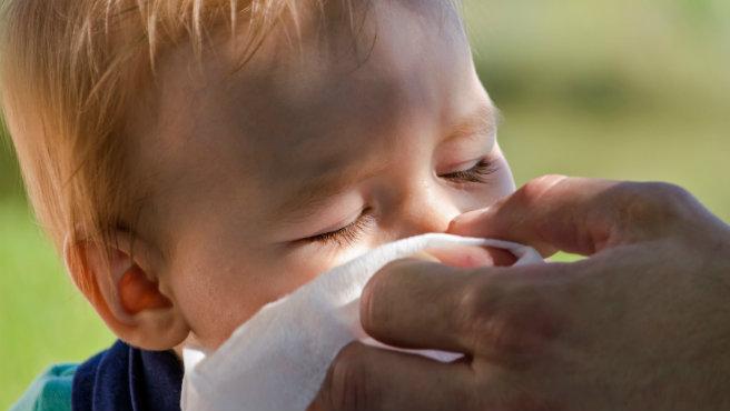 istock-sick-child-sneezing-child_1522073245415.jpg