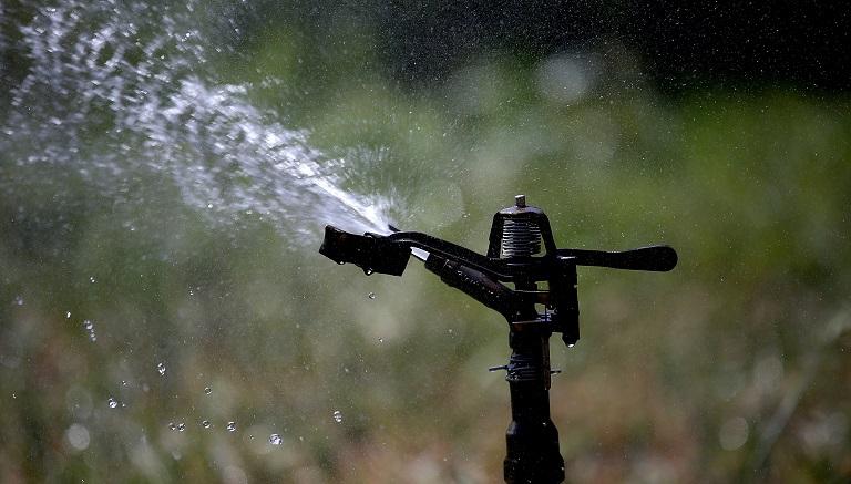 Outdoor water sprinkler