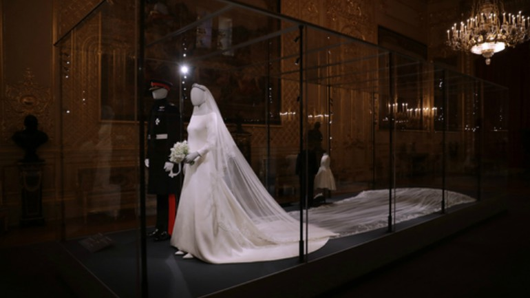 meghan s wedding gown goes on display at windsor castle meghan s wedding gown goes on display