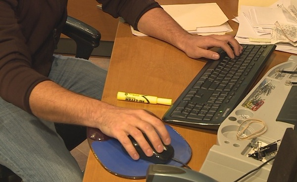 Man on computer, keyboard_404845