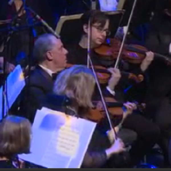 Boston Pops concert spreads holiday cheer at PPAC