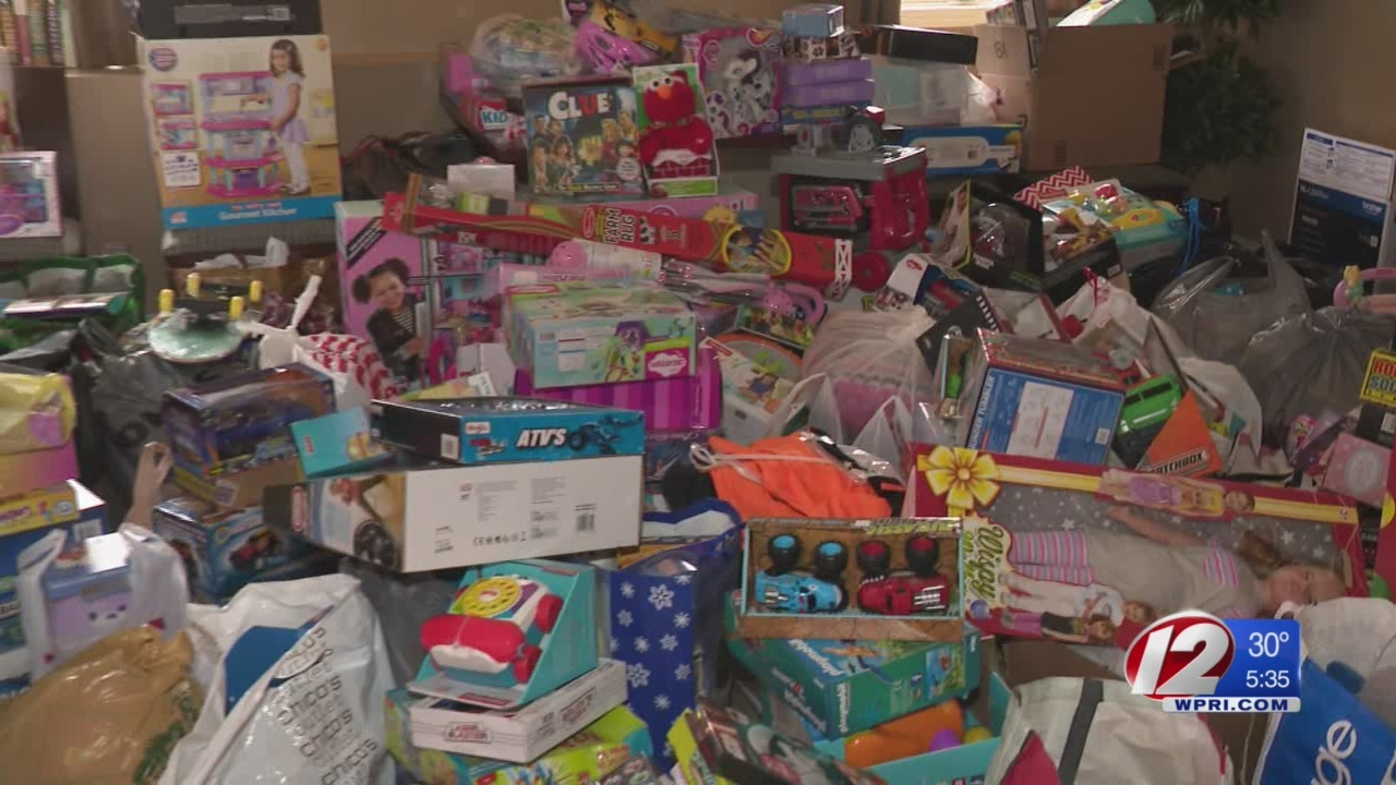 Present parade brings Christmas cheer to kids who lost gifts in Fall River fire