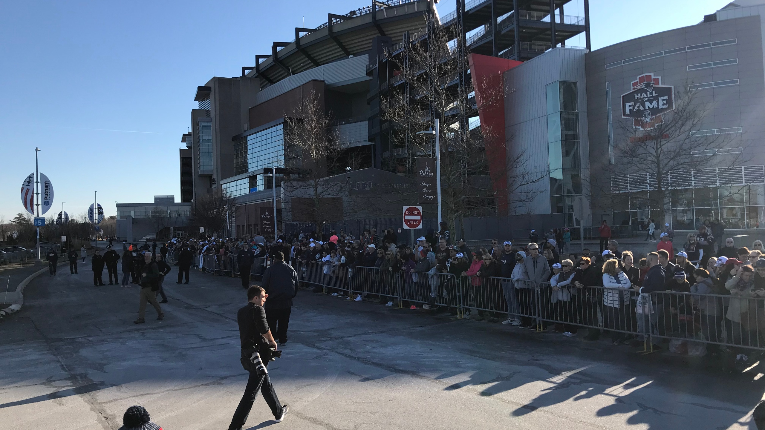 Fans waiting for Patriots to return home to Gillette