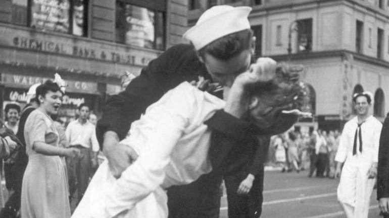 ap kissing sailor_156901