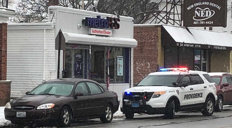 Man holds up Providence wireless store at gunpoint