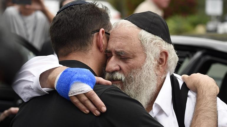 APTOPIX Synagogue Shooting-California_1556530587588