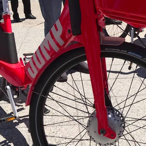 Mayor_Elorza_on_Jump_Bike_0_20180719200634