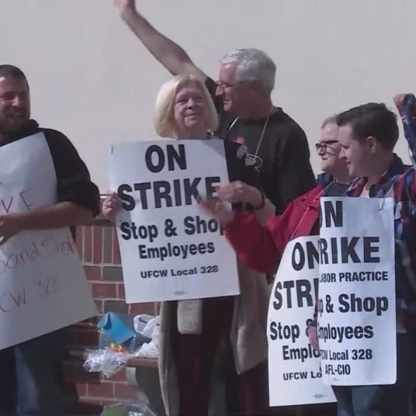 Stop & Shop and union to meet again Sunday, strike continues for now