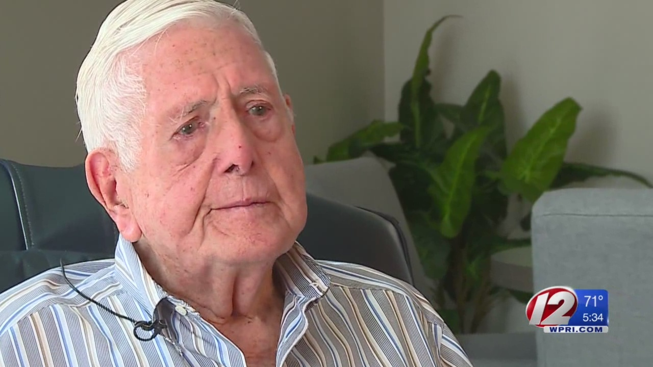 Veteran shares emotional recollection of D-Day invasion