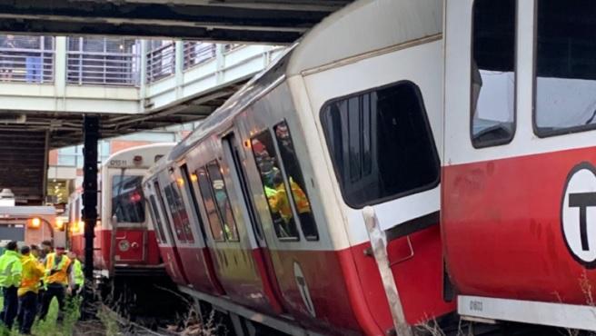 t red line derailment_1560258900128.jpg.jpg