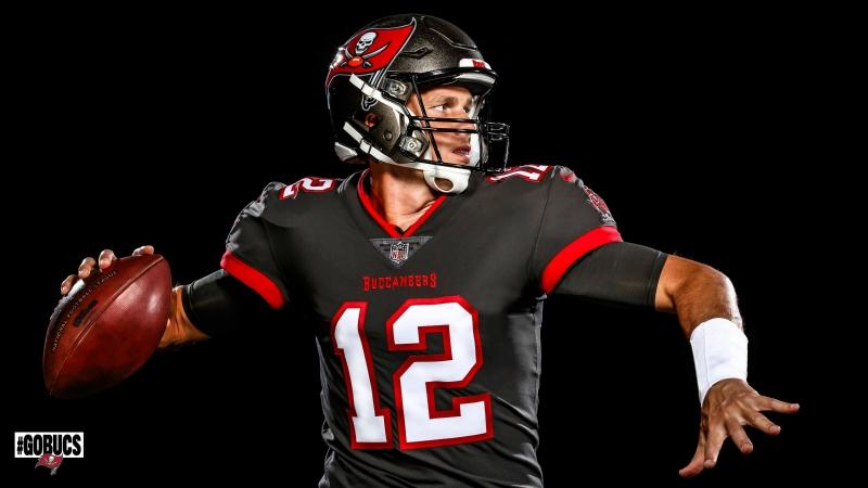 Buccaneers unveil pictures of Brady in his new jersey | WPRI.com